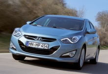 HYUNDAI i40, Front + links, Sedan, Blau